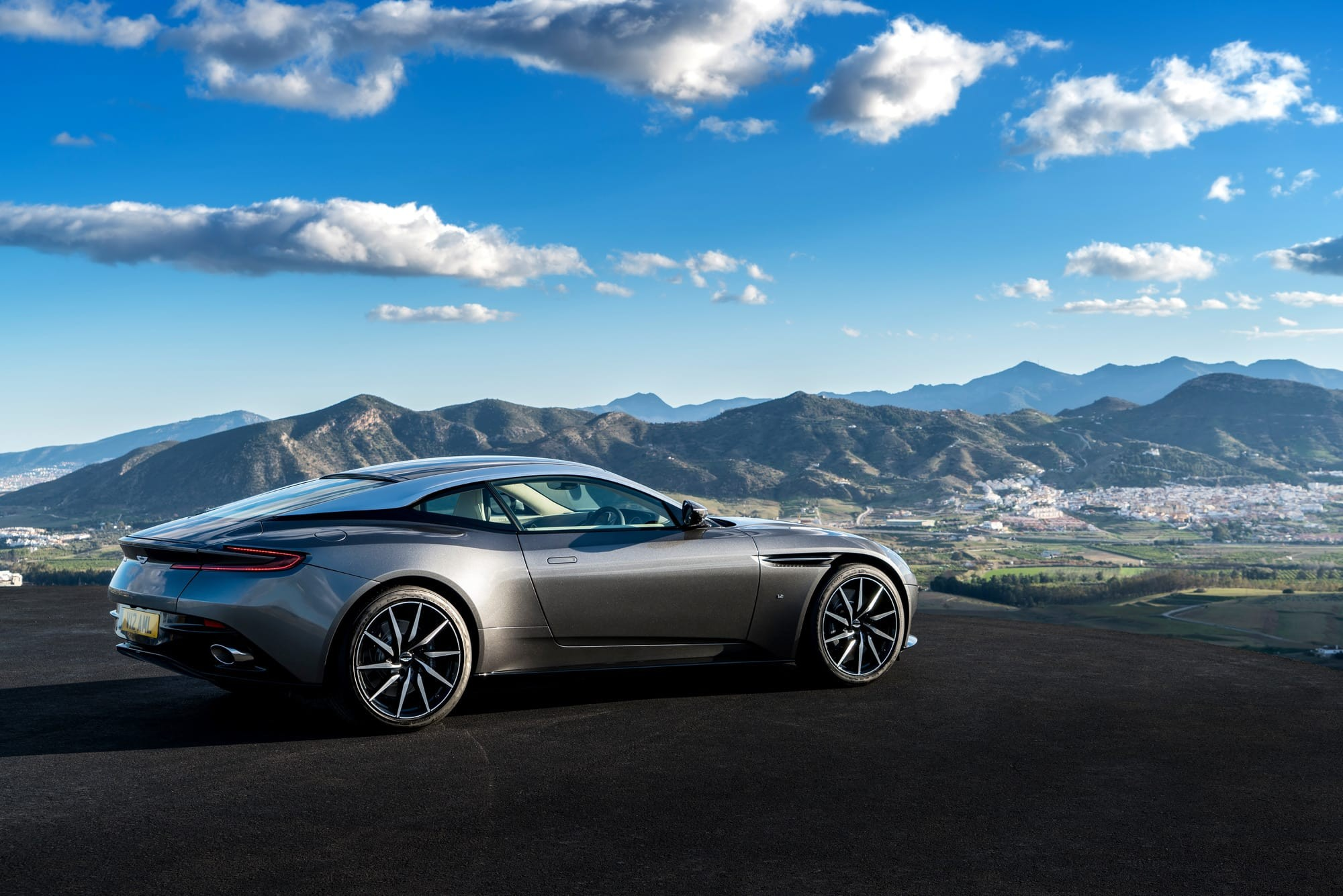 the aston martin db11 receives 5 star ratings from both autocar